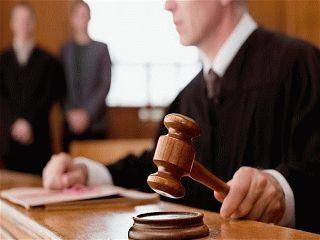 Является ли адвокат госслужащим